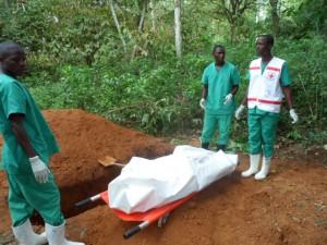 A West African Ebola team prepares to bury a victim. Photo credits: ©EC/ECHO/Jean-Louis Mosser