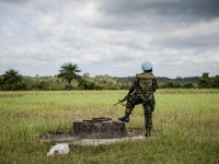 A Ghanaian peacekeeper with the UN Mission in Liberia (UNMIL) is pictured on guard duty during a visit. © Karin Landgren, Special Representative of the Secretary-General and Head of UNMIL, in Cestos City, Liberia. Photo ID 535529. 16/11/2012. Cestos City, Liberia. UN Photo/©Staton Winter. www.unmultimedia.org/photo